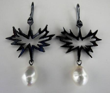 Punkpearls, earings silver freschwaterpearls