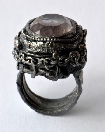 Modus Operandi, ring black silver amethyst with inclusions